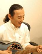 当ボイストレーニングスクール講師のRIHIRO先生の写真
